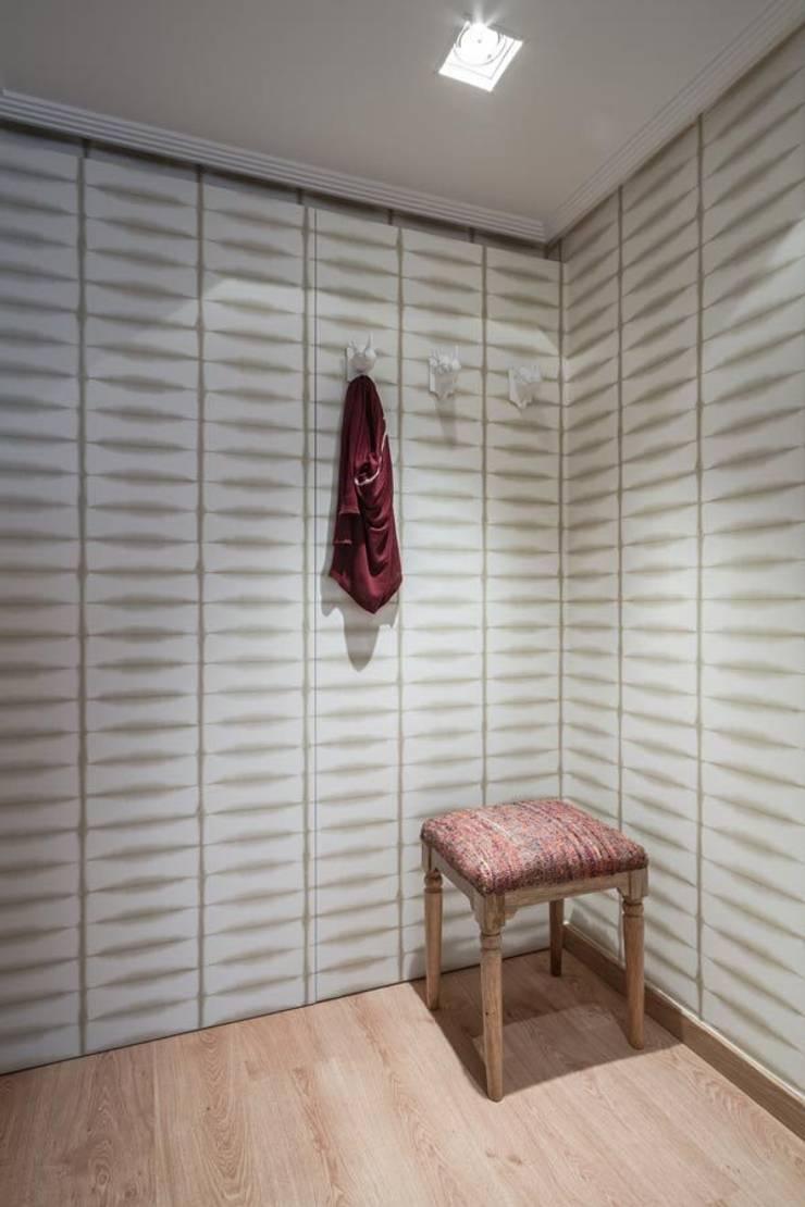 Spogliatoio in stile  di Laura Yerpes Estudio de Interiorismo,
