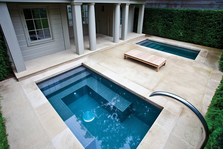 Albercas de estilo  por London Swimming Pool Company