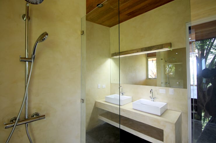 Modern bathroom by Filippo Ratini architetti Modern