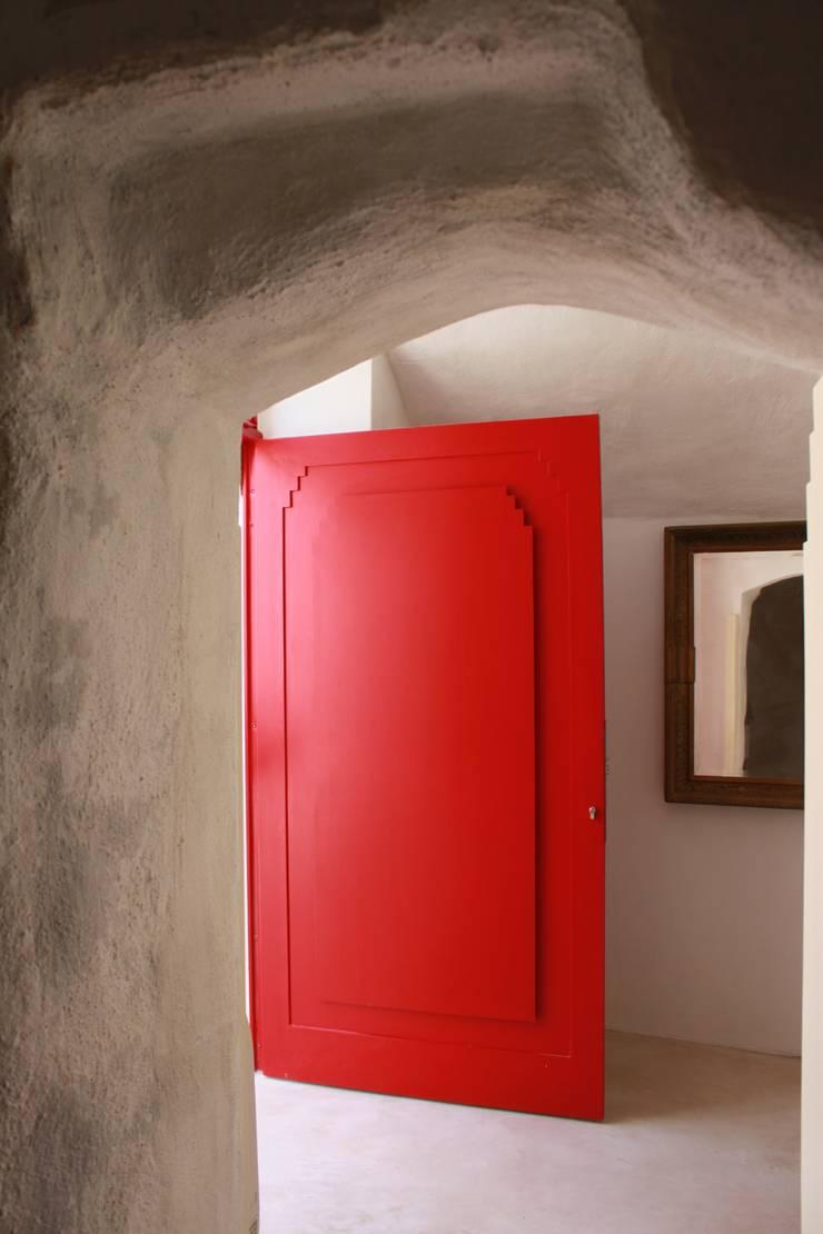 Via Chiesa 5: Finestre & Porte in stile  di Studio Ricciardi Architetti