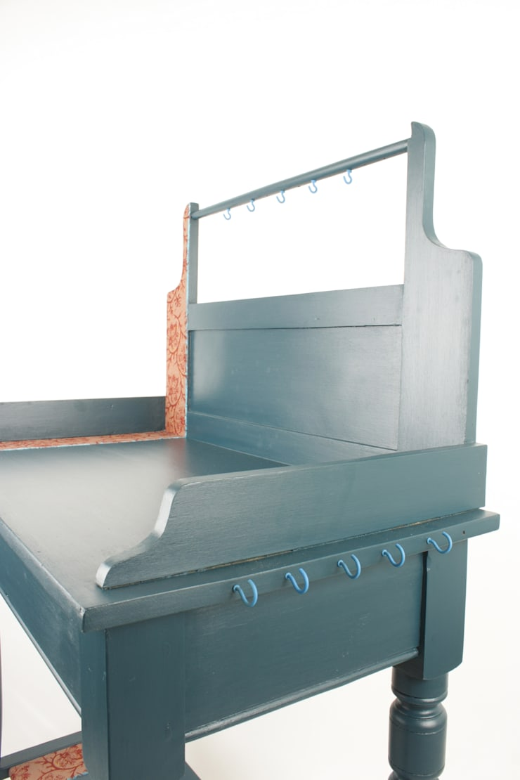 Upcycled vintage washstand de Narcissus Road Furniture Design Ecléctico