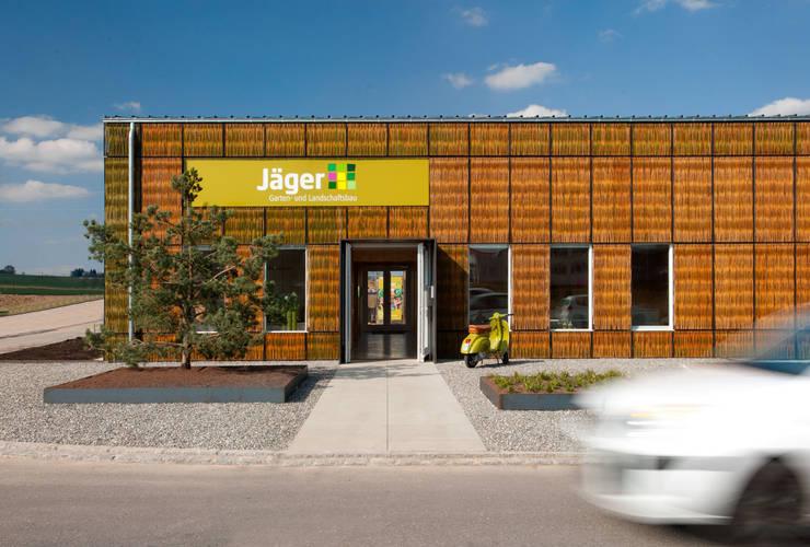 """""""Flechtwerk"""" - Jäger Garten- und Landschaftsbau, Donaueschingen:  Bürogebäude von Gäbele Raufer & Partner Architekten,"""