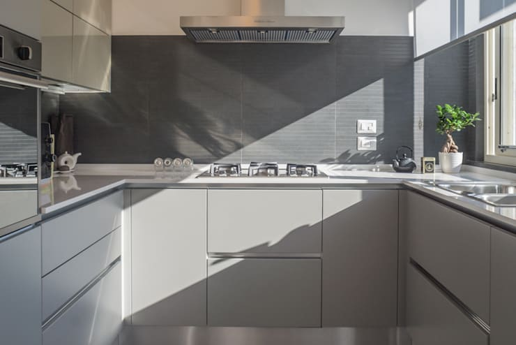 Casa G+R: Cucina in stile  di manuarino_architettura+design