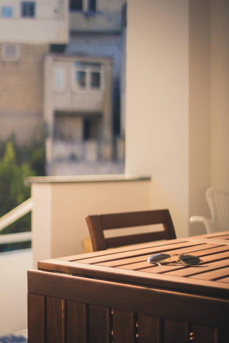 Casa G+R: Terrazza in stile  di manuarino_architettura+design