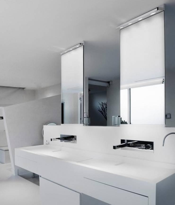 Baños de estilo  por Pujol Iluminacion,