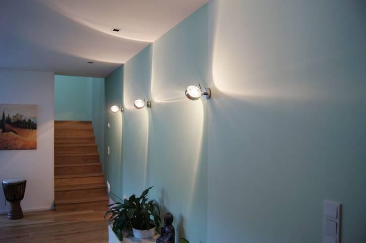 Corridor & hallway by Bolz Licht und Wohnen · 1946, Modern