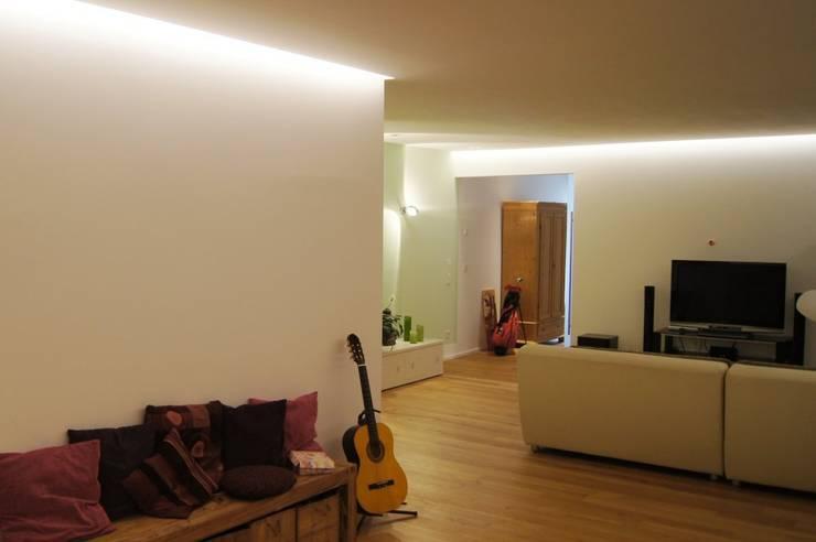 Living room by Bolz Licht und Wohnen · 1946, Modern
