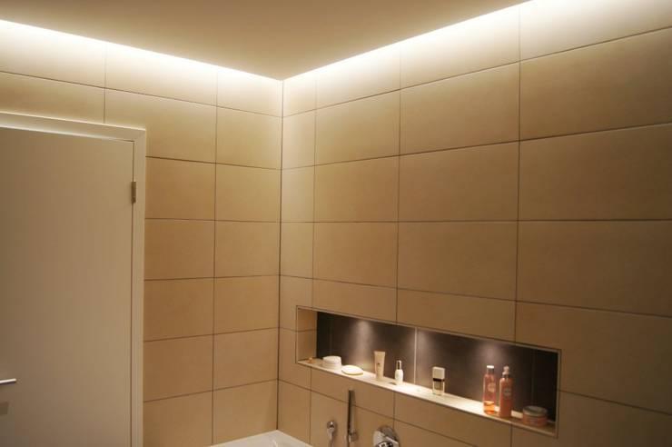 Bathroom by Bolz Licht und Wohnen · 1946, Modern