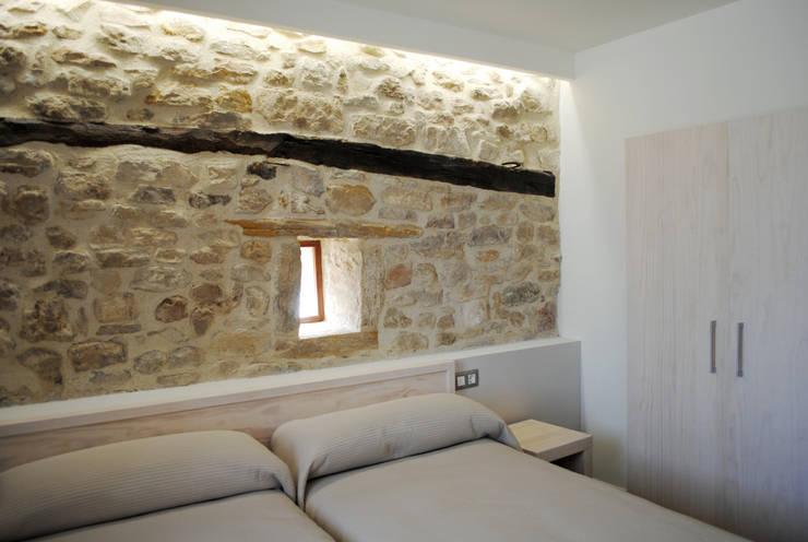 Casa Rural Tía Irene: Hoteles de estilo  de Interior03