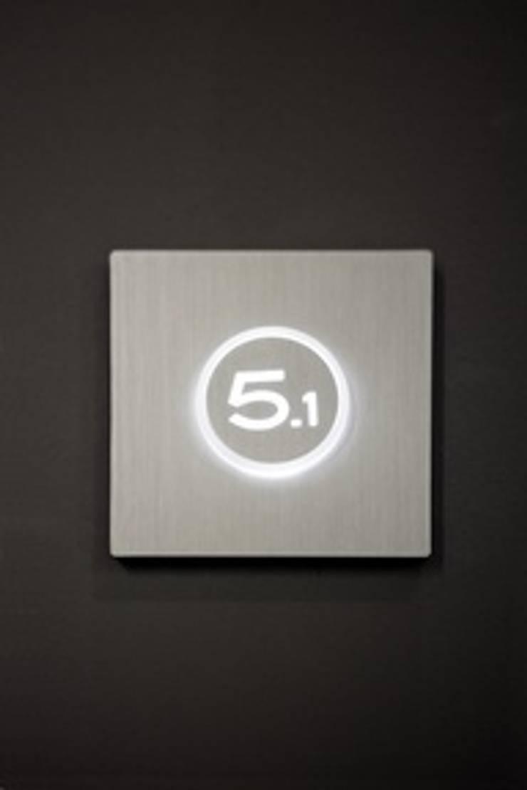 Lighted beacon:  de estilo  de Font Barcelona
