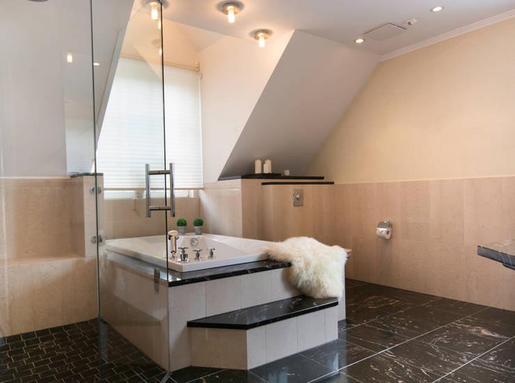 Baños de estilo  por Luna Homestaging, Moderno