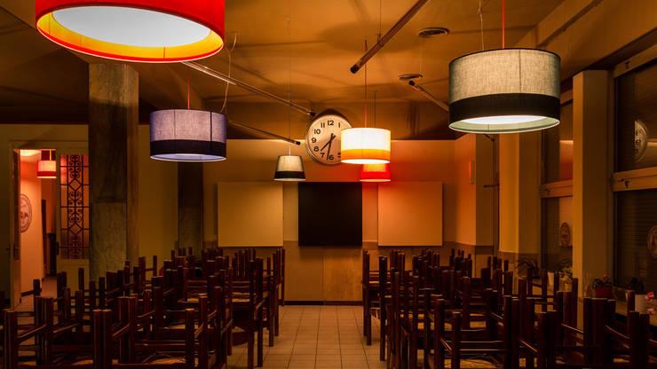 CIRCOLO COOPERATIVA <q>THE FAMILY</q> dal 1900: Sala da pranzo in stile  di davide pavanello _ spazi forme segni visioni