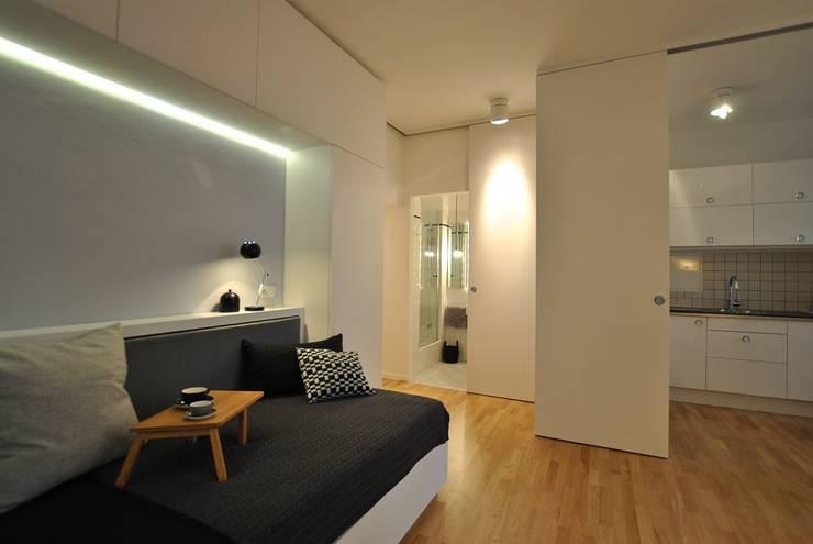 Ferienwohnung: moderne Wohnzimmer von KJUBiK Innenarchitektur