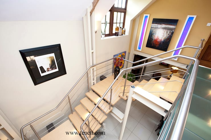 staircase to mezzanine floor:  Corridor & hallway by 2A Design