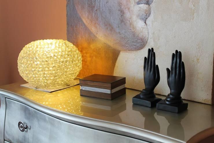 Foto detalle cómoda dormitorio: Dormitorios de estilo  de Ámbar Muebles