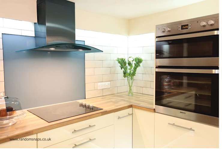NEW KITCHEN IN A SMALL SPACE Cucina moderna di 2A Design Moderno
