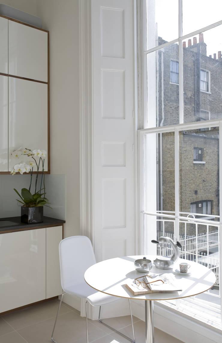 North London:  Kitchen by LEIVARS