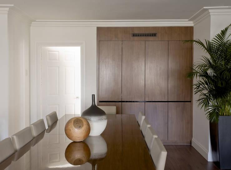 North London:  Dining room by LEIVARS