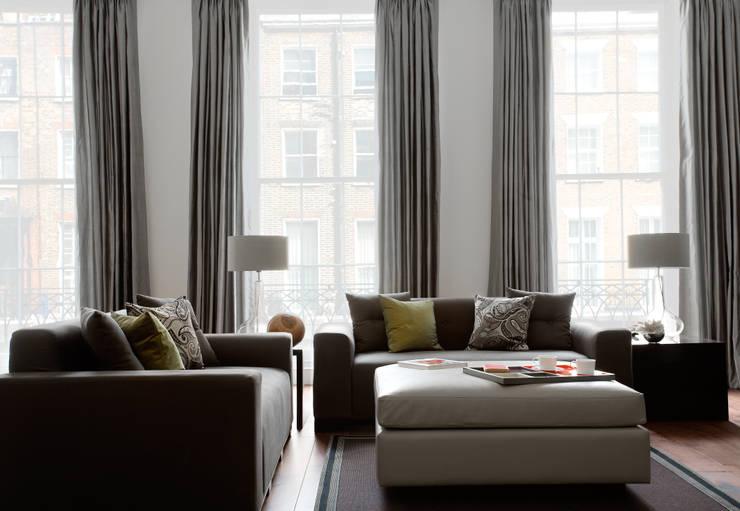 North London:  Living room by LEIVARS