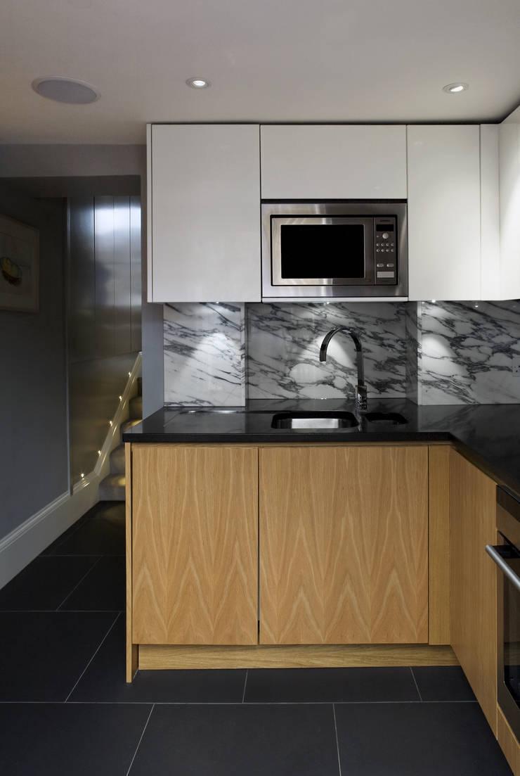 Notting Hill:  Kitchen by LEIVARS