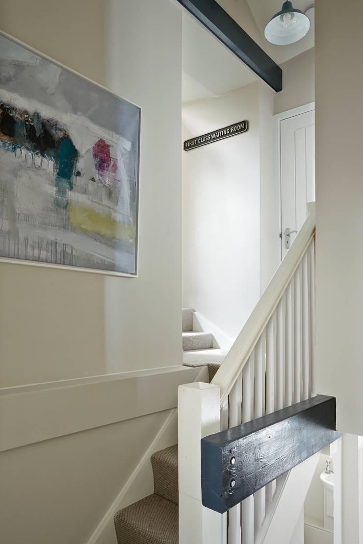 Porthleven:  Corridor & hallway by LEIVARS