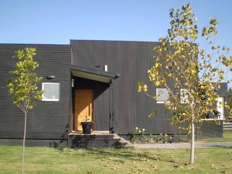 Casas prefabricadas de estilo  por 2424 ARQUITECTURA