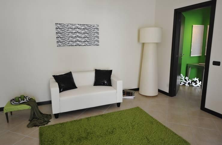 ห้องนั่งเล่น โดย Gabriella Sala   Home Staging & Relooking Specialist  , โมเดิร์น