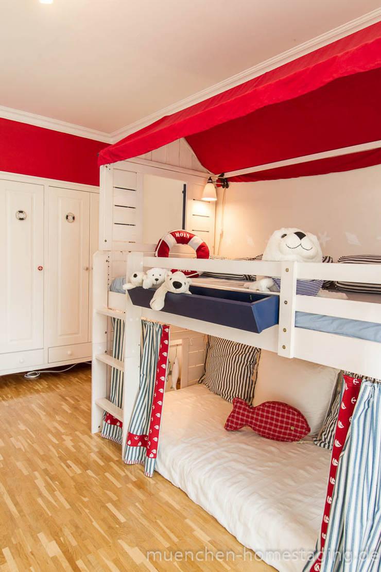 Maritimes Kinderzimmer:  Kinderzimmer von Münchner HOME STAGING Agentur