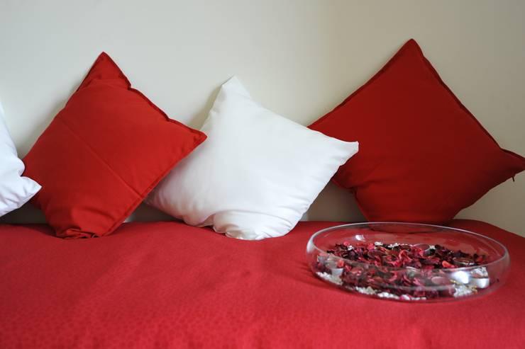 dettaglio cameretta: Soggiorno in stile in stile Moderno di Gabriella Sala   Home Staging & Relooking Specialist