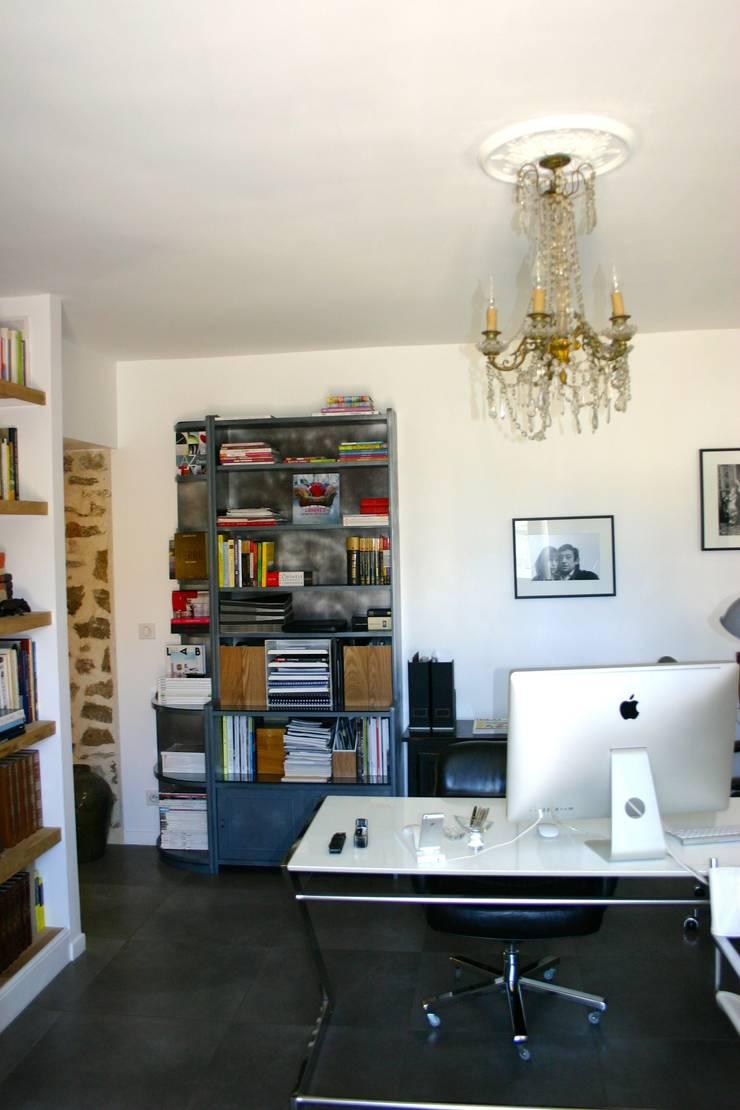 Bureau: Salon de style de style Moderne par mia casa