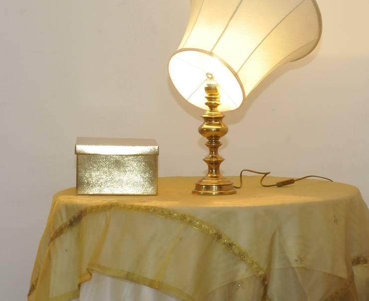 particolare nel salone:  in stile  di Gabriella Sala   Home Staging & Relooking Specialist