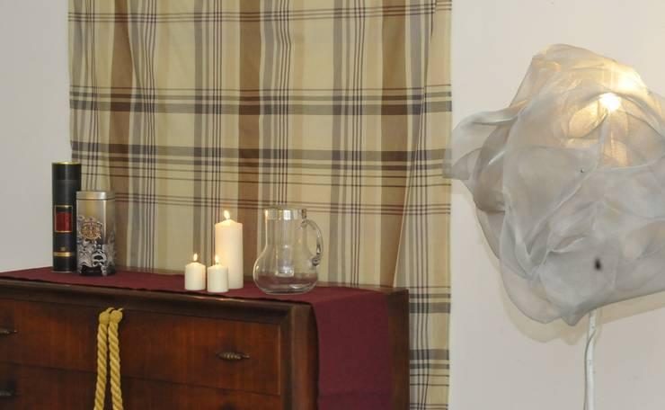 dettaglio salone:  in stile  di Gabriella Sala   Home Staging & Relooking Specialist