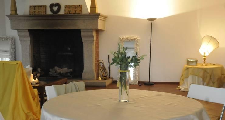 salone: Soggiorno in stile  di Gabriella Sala   Home Staging & Relooking Specialist