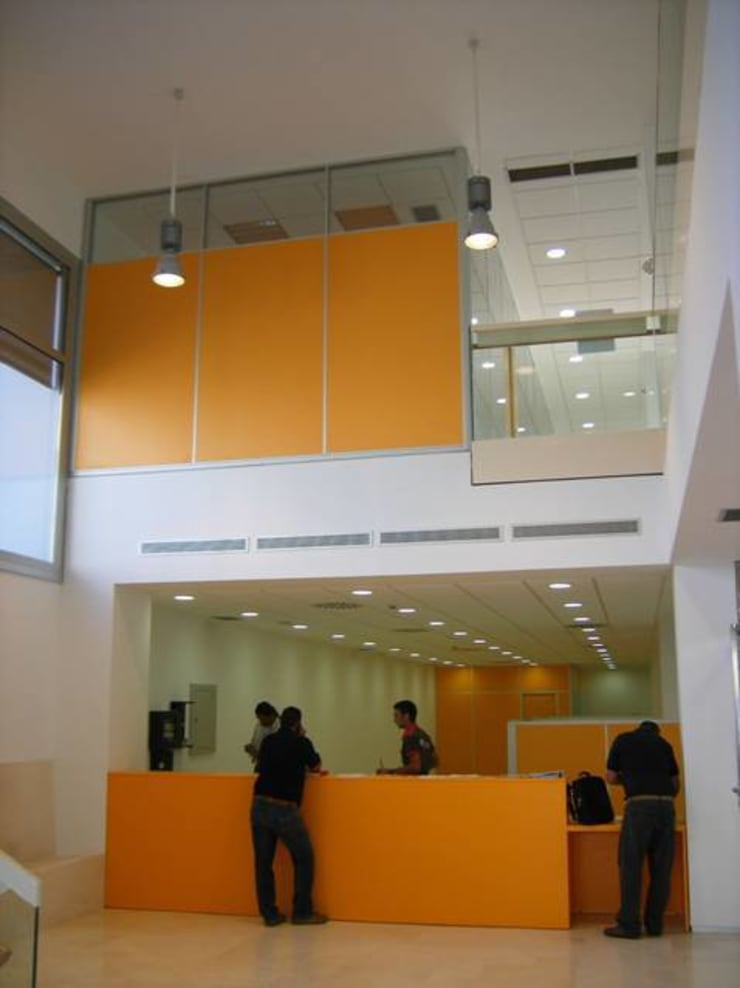 Edificio de Oficinas en Cazalla: Oficinas y Tiendas de estilo  de Estudio de Arquitectura_MFP