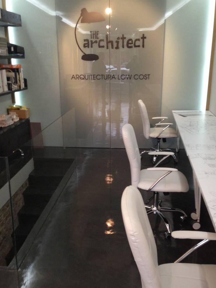 Estudio The Architect: Espacios comerciales de estilo  de The Architect