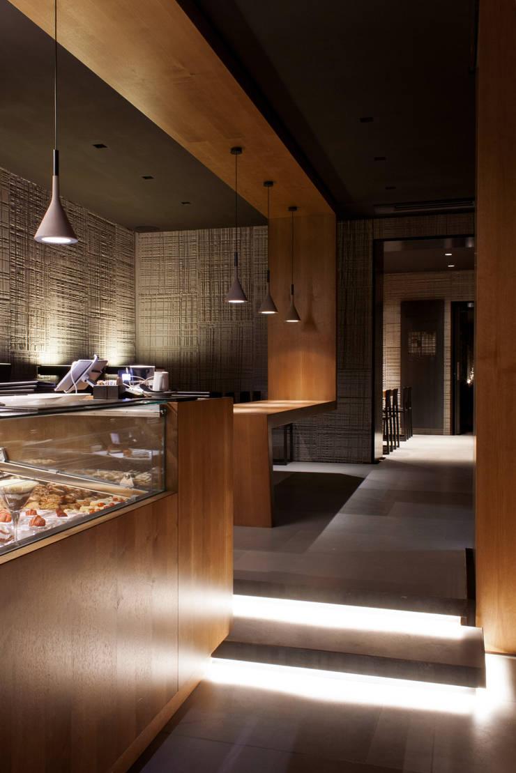 Decumanus Caffè Gastronomia in stile moderno di G. Giusto - A. Maggini - D. Pagnano Moderno
