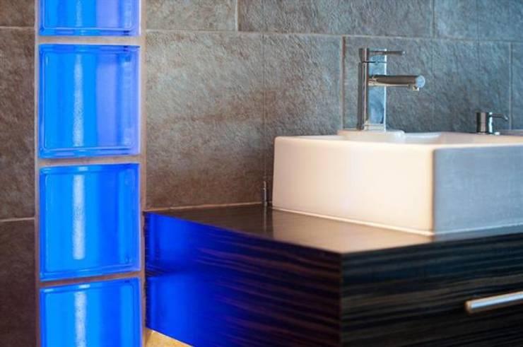 EN-SUITE BATHROOM:  Bathroom by 2A Design