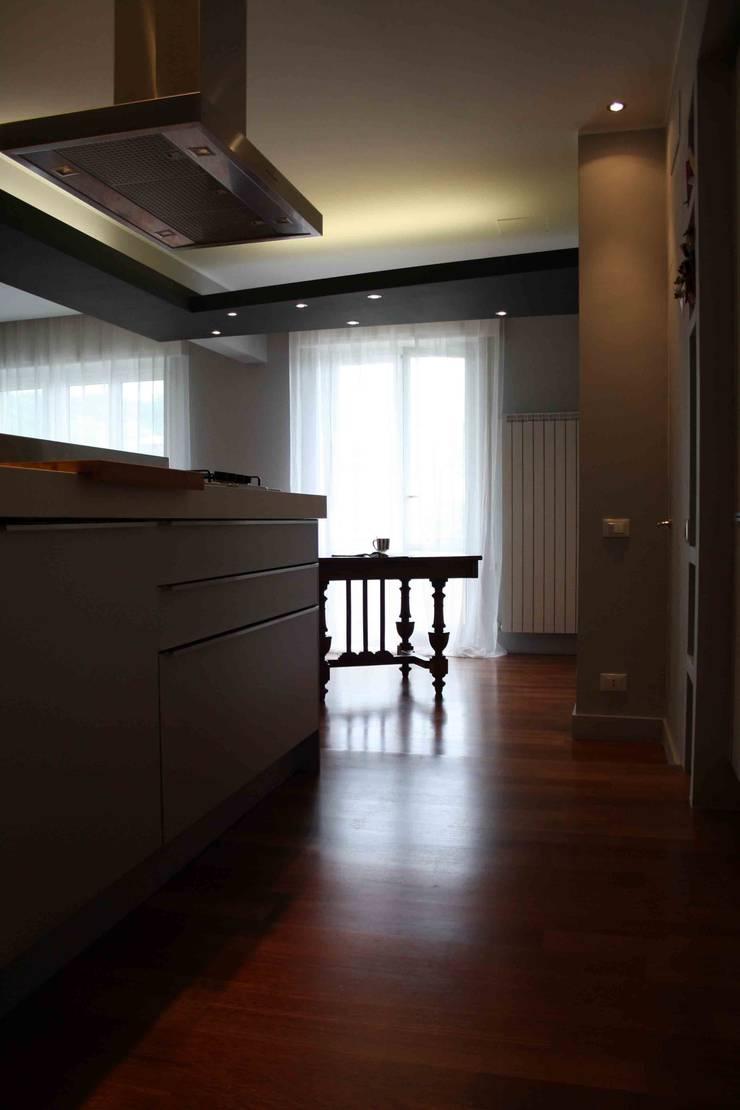 Ruang Keluarga oleh ALESSANDRA ALFIERI ARCHITETTO, Eklektik