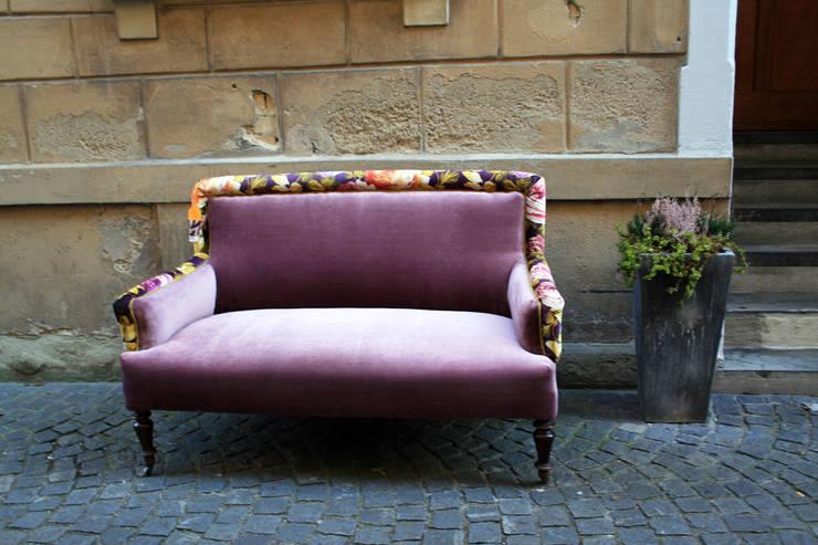sofa FLIEDER BLUMEN | 01:  Wohnzimmer von Ute Günther  wachgeküsst