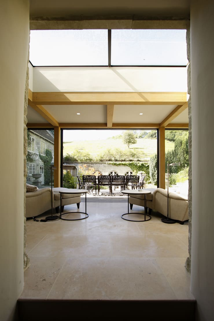 Ansty Manor:  Living room by IQ Glass UK