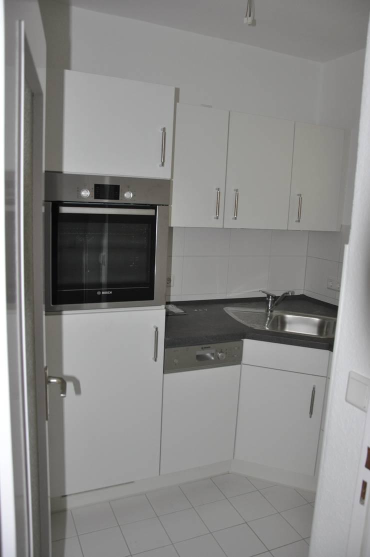 Renovierte Küche vor dem Home Staging:  Wohnzimmer von Optimmo Home Staging,Modern