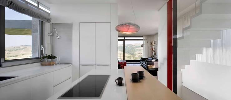 Casa Visiera: Cucina in stile  di ARCHICURA, Moderno