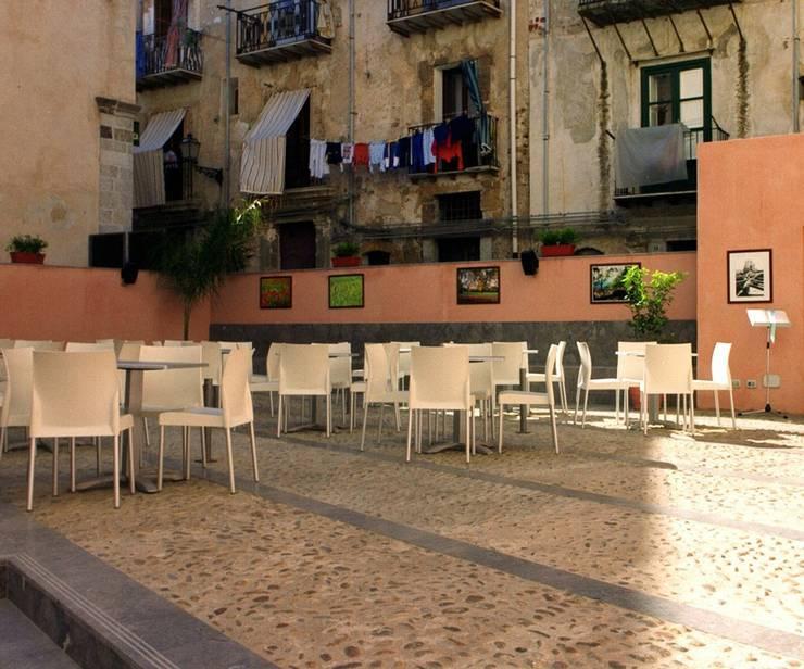 Caffè Letterario <q>La Galleria</q>  presso i locali del Museo Mandralisca di Cefalù: Musei in stile  di Studio di Architettura e Design,