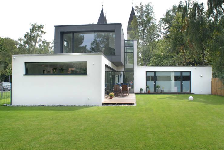 modern Houses by Architekten Spiekermann