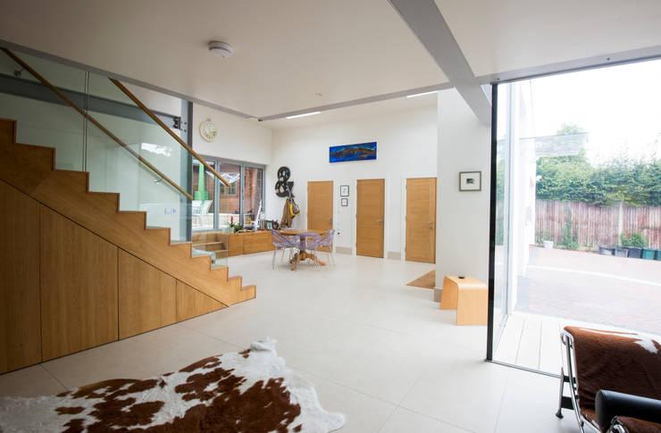 Heydons Close:  Living room by IQ Glass UK