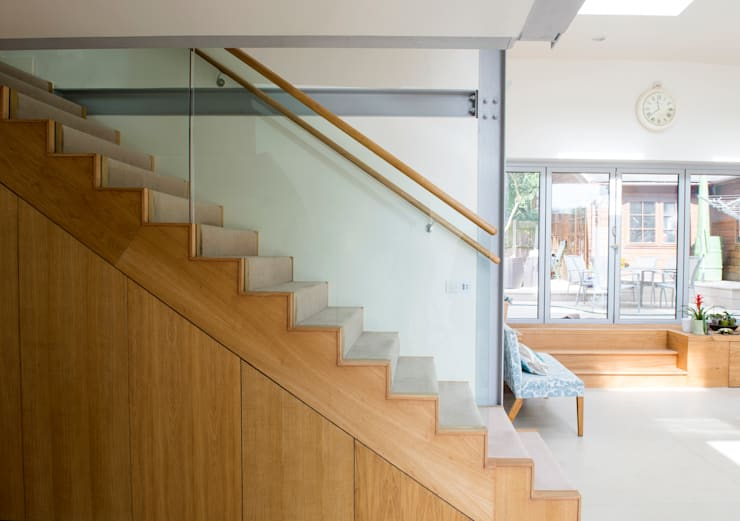 Heydons Close:  Corridor & hallway by IQ Glass UK