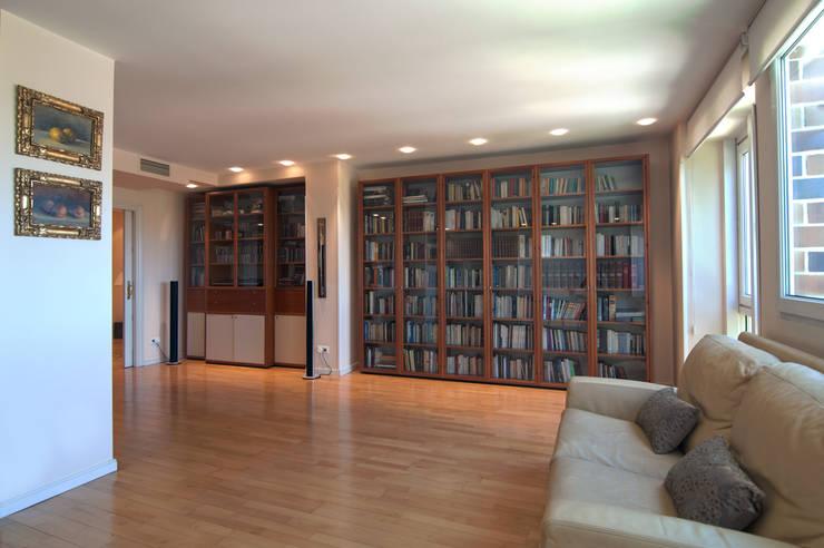Libros y luz: Salones de estilo  de Apersonal