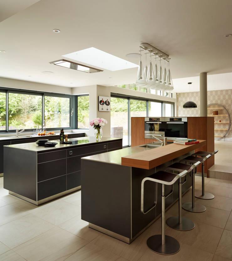 Island living:  Kitchen by Kitchen Architecture