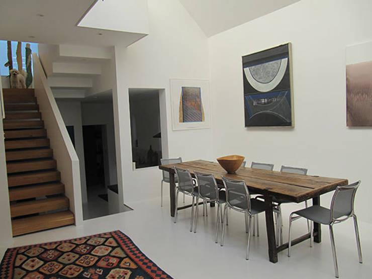 Ruang Makan oleh 4D Studio Architects and Interior Designers, Modern