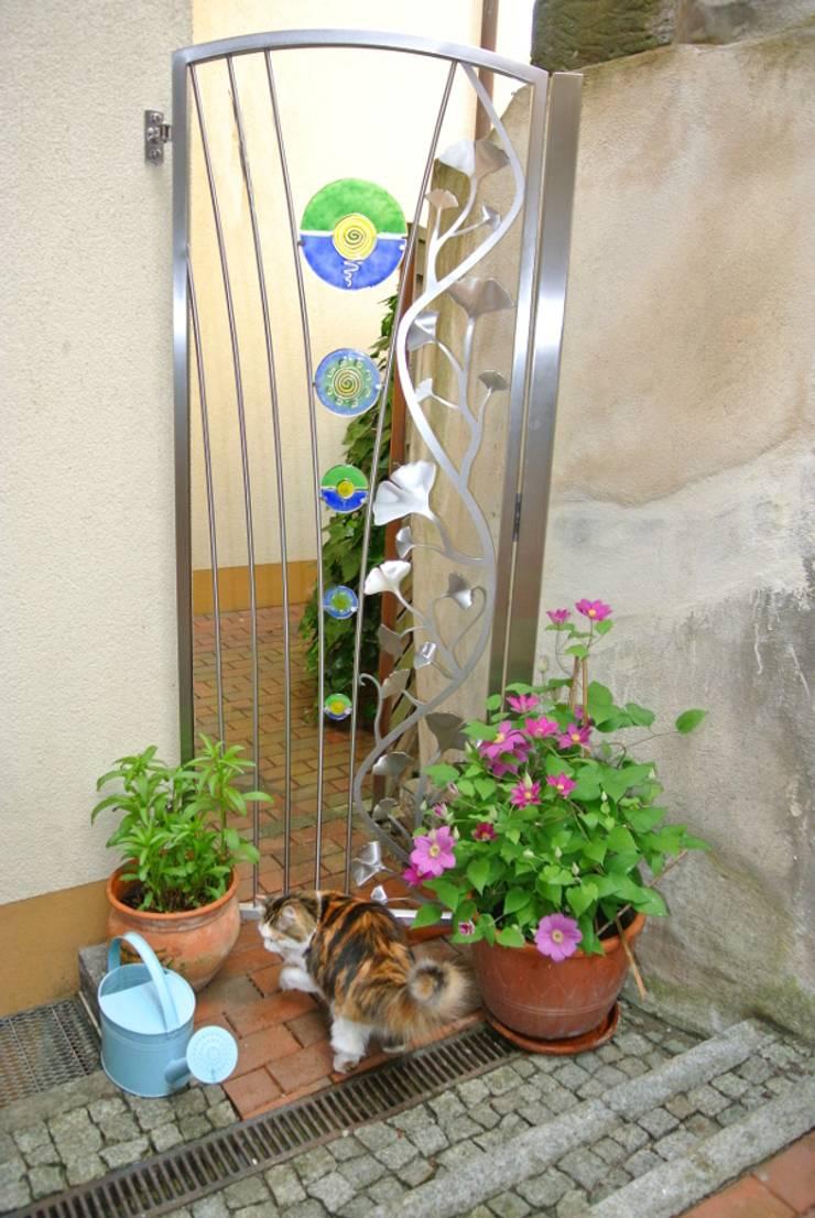 Stainless Steel Garden Gates Giardino moderno di Edelstahl Atelier Crouse - individuelle Gartentore Moderno